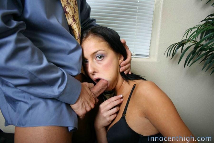 Jefe golpea a su secretaria