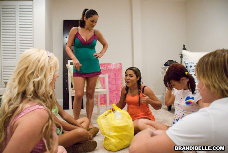 Cmo organizar una fiesta de pijamas para adolescentes