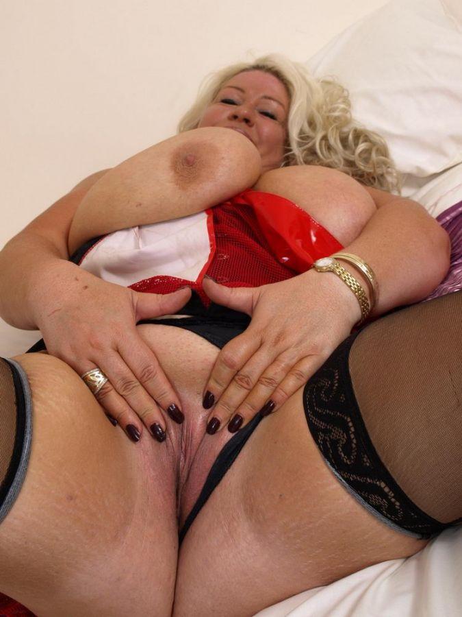 Preciosos desnudos rubios con grandes tetas