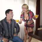 Porno-chacha de grandes tetas follándose a su señor