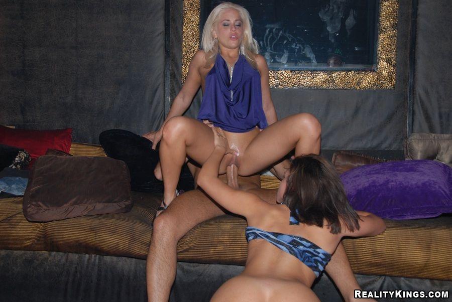 chicas enseñando el coño trios bisexuales