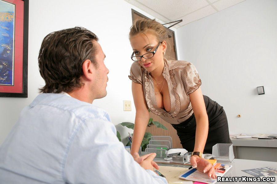 наклоняется травку прием на работу секретарши понимая
