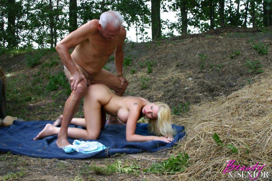 Трахнул после танцев в деревне